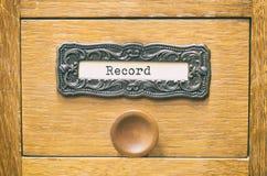 Cajón de catálogo de madera viejo de los archivos de almacenamiento, ficheros de registro fotos de archivo libres de regalías