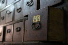 Cajón de madera viejo del gabinete Fotos de archivo