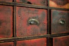 Cajón/gabinete de madera viejos - muebles del vintage Foto de archivo