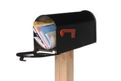 Caja abierta aislada con el correo Fotografía de archivo libre de regalías
