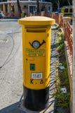 Caja amarilla de los posts en Chipre Foto de archivo libre de regalías