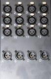 Caja audio de XLR con las conexiones femeninas y masculinas imagenes de archivo