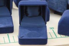 Caja azul de la joyería Fotografía de archivo libre de regalías
