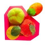 Caja bajo la forma de corazón con la fruta Fotografía de archivo
