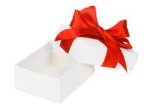 Caja blanca, arco y cinta Fotografía de archivo libre de regalías
