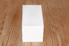 Caja blanca grande en la tabla Foto de archivo libre de regalías