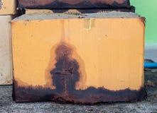 Caja con derramamiento químico fotografía de archivo