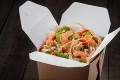 Caja con la comida asiática Imagenes de archivo