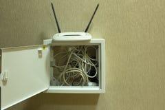Caja con la puerta para los alambres eléctricos del tablero del panel imagen de archivo libre de regalías