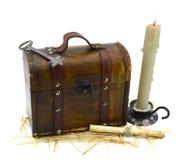 Caja con llave y la vela Fotos de archivo