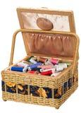 Caja con los accesorios para coser Fotografía de archivo libre de regalías