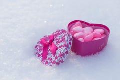 Caja con los corazones Fotografía de archivo libre de regalías