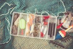Caja de almacenamiento con los accesorios para pescar Fotos de archivo libres de regalías