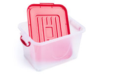 Caja de almacenamiento translúcida y tapa roja Fotos de archivo