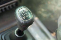 Caja de cambios manual en el coche Foto de archivo