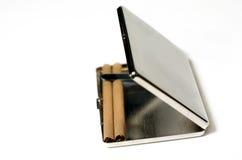 Caja de cigarrillo con los cigarrillos Fotografía de archivo libre de regalías
