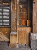 Caja de conexión antigua en madera en ciento del puente año Foto de archivo libre de regalías