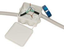 Caja de conexiones para el cableado eléctrico con los alambres fotos de archivo