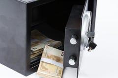 Caja de depósito seguro, pila de dinero del efectivo, euros fotos de archivo libres de regalías