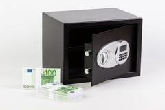 Caja de depósito seguro, pila de dinero del efectivo, euros foto de archivo libre de regalías