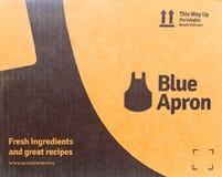 Caja de envío azul del delantal Imagen de archivo libre de regalías
