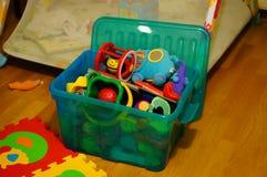 Caja de juguetes imágenes de archivo libres de regalías
