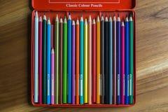 Caja de lápices del color Fotos de archivo