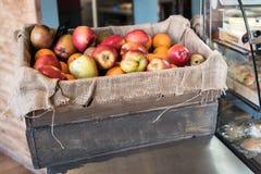 caja de la manzana Imagen de archivo libre de regalías