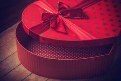 Caja de la tarjeta del día de San Valentín de la forma del corazón Fotos de archivo libres de regalías