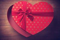 Caja de la tarjeta del día de San Valentín de la forma del corazón Imagen de archivo