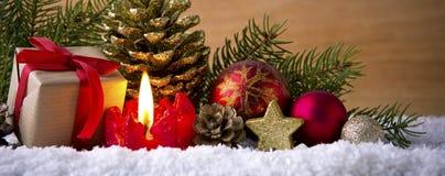 Caja de la vela y de regalo del advenimiento Fotografía de archivo