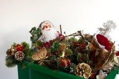 Caja de las decoraciones de la Navidad Imagen de archivo libre de regalías