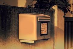 Caja de letra amarilla alemana fotos de archivo