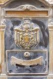 Caja de letra de cobre amarillo histórica vieja imagenes de archivo