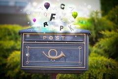 Caja de los posts con las letras coloridas libre illustration
