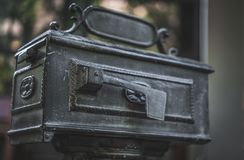 Caja de los posts del acero inoxidable del metal del vintage fotos de archivo libres de regalías