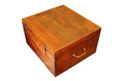 Caja de madera antigua de Brown en el fondo blanco fotos de archivo libres de regalías