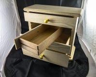 Caja de madera con los estantes para la joyería fotografía de archivo