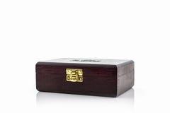 Caja de madera de marrón oscuro Imagenes de archivo