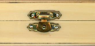 caja de madera de la caja con la cerradura imagen de archivo libre de regalías