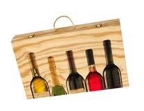Caja de madera para las botellas de vino. Fotografía de archivo