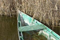 caja de madera vieja en el lago del massaciuccoli Imagen de archivo