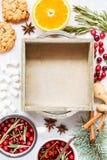 Caja de madera y decoración de la Navidad Imagenes de archivo