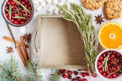 Caja de madera y decoración de la Navidad Imágenes de archivo libres de regalías