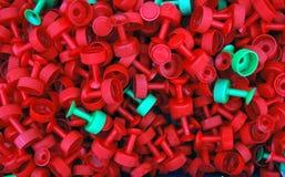 Caja de objetos plásticos del casquillo Fotografía de archivo