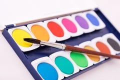 Caja de pinturas con el cepillo Imagen de archivo libre de regalías