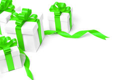 Caja de regalo blanca con el arco verde de la cinta Imagen de archivo