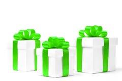 Caja de regalo blanca con el arco verde de la cinta Imagen de archivo libre de regalías