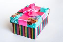 Caja de regalo con el arco Imagen de archivo libre de regalías