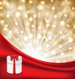 Caja de regalo con el arco rojo en fondo que brilla intensamente Fotografía de archivo